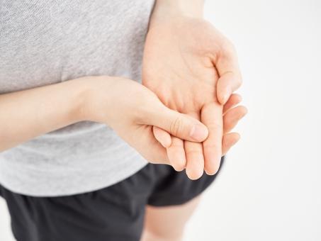 腱鞘炎(ドゥケルバン病)はほっておくと重症化したり、慢性化して治りが遅くなってしまうことがあるので注意が必要です。